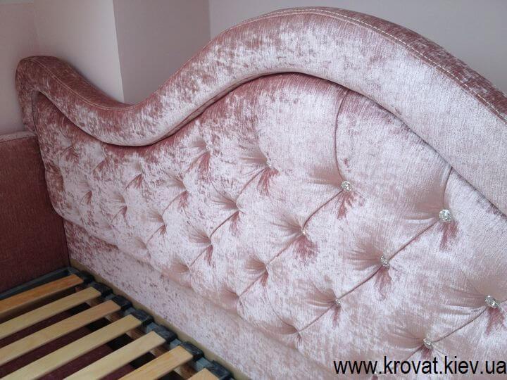 односпальне ліжко для дівчинки в інтер'єрі