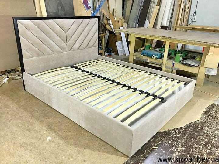 брендовые кровати с деревянным обрамлением на заказ