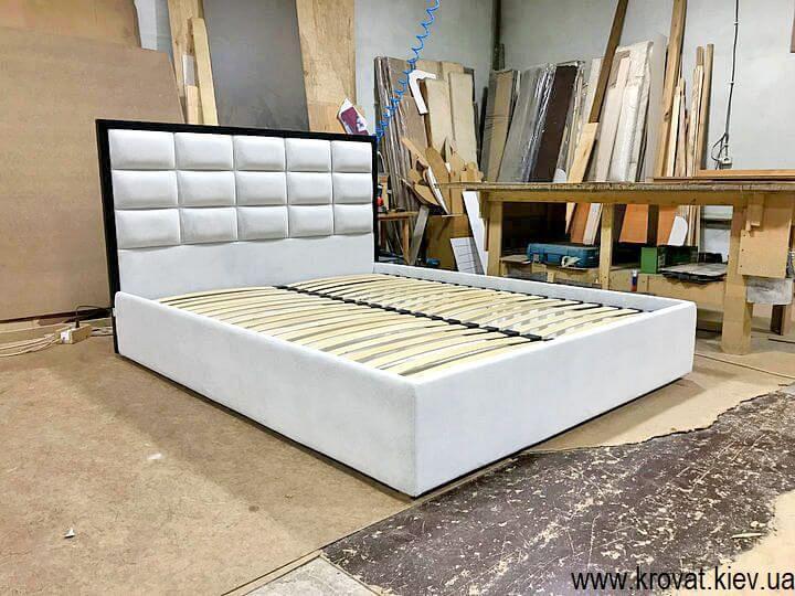 брендовые кровати с деревянной рамкой на заказ
