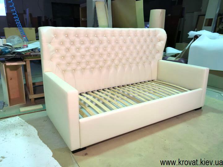 диван-кровати с мягкими изголовьями