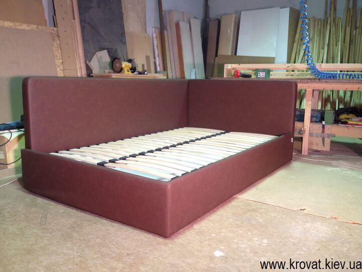 кровати с двумя мягкими изголовьями