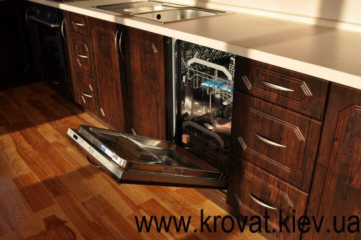 кухня с встроенной посудомойкой