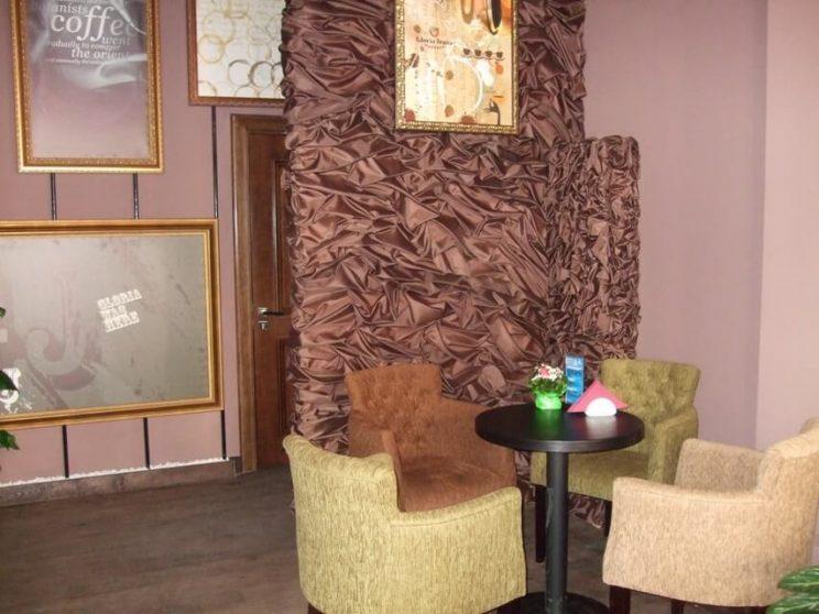 кафе с мебелью