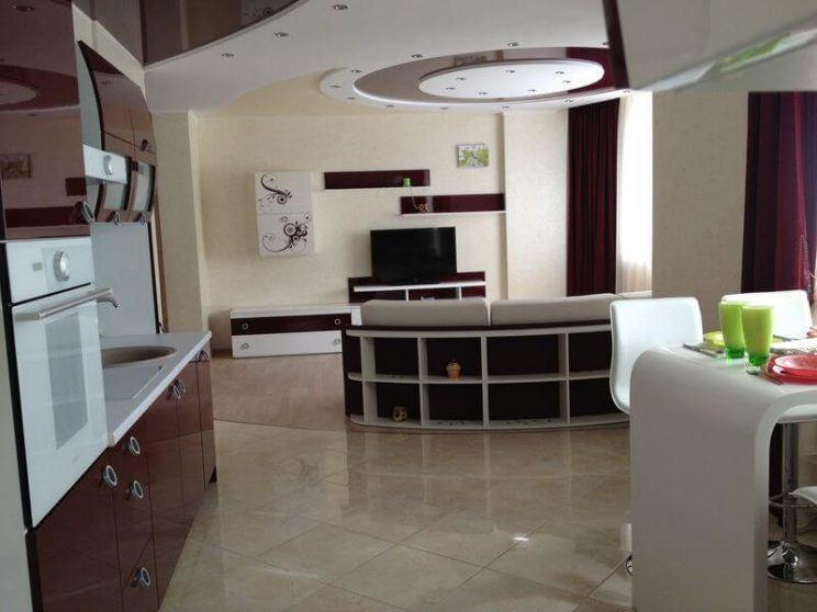 радиусный диван в кухню студию