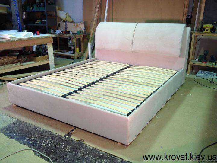 зручне м'яке ліжко на замовлення