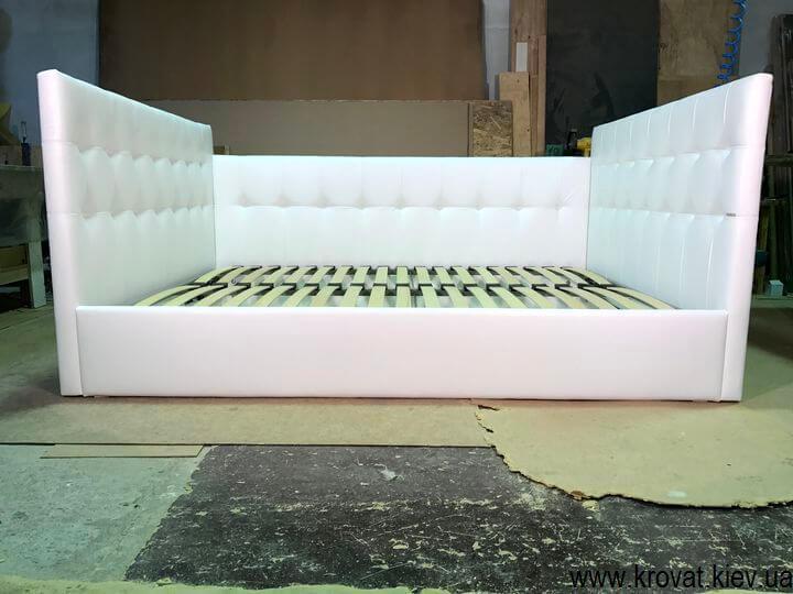 мягкие кровати с тремя спинками