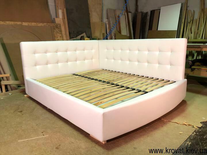 мягкие кровати в угол спальни
