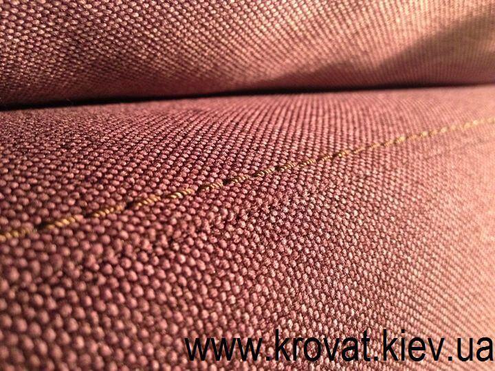 диван в бордовой ткани