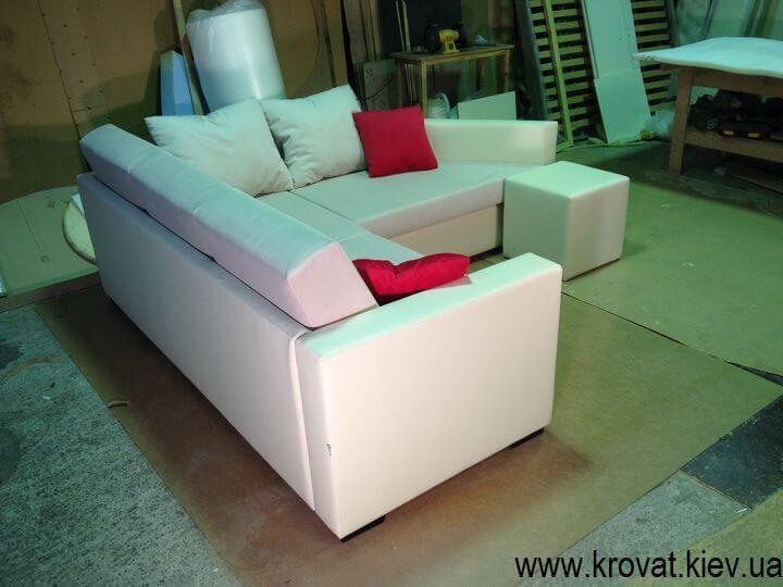 кутовий диван для вітальні