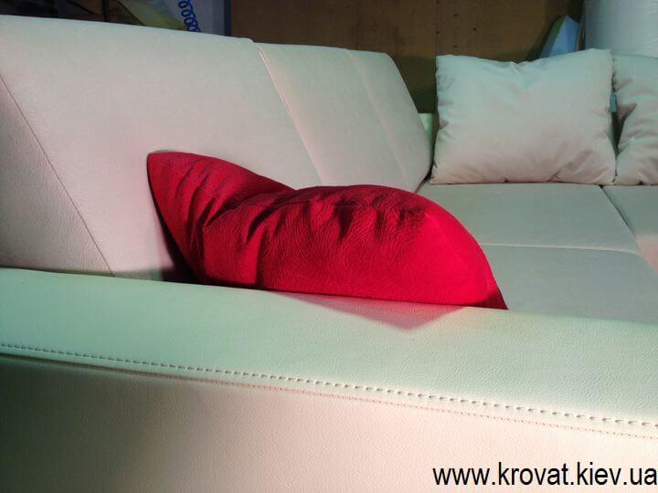 угловые диваны с подушками
