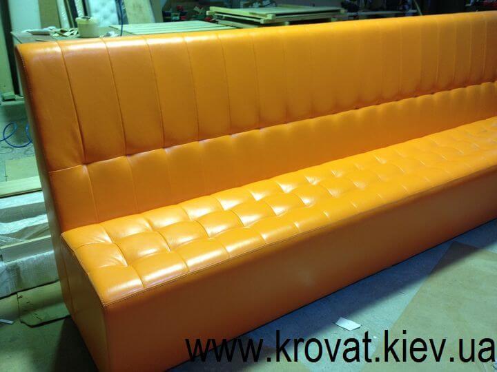 оранжевый диван