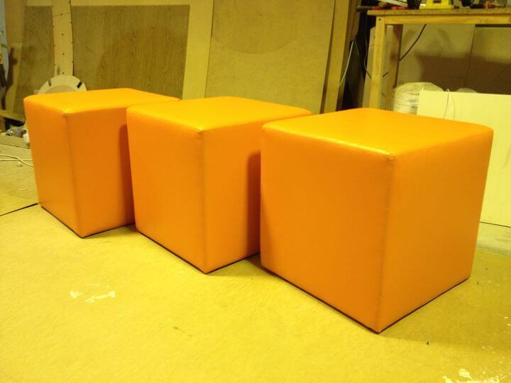 оранжевые пуфы