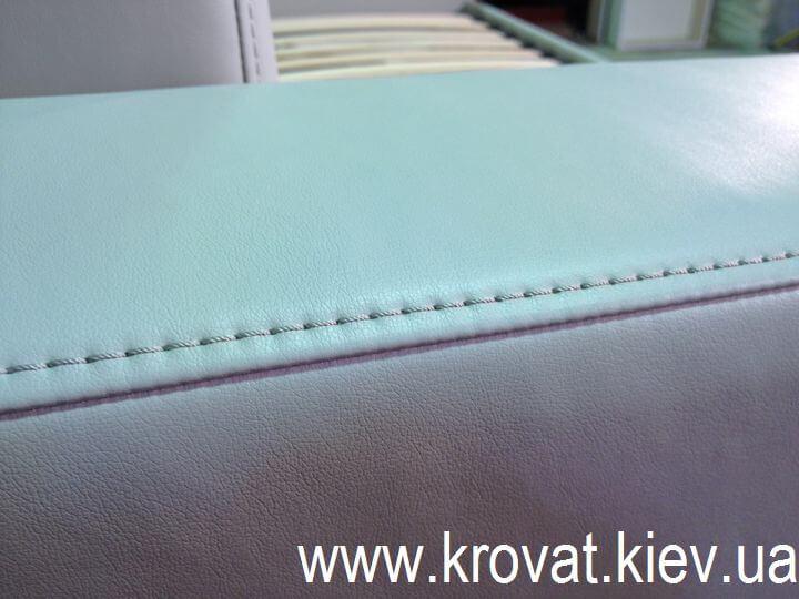 диван-кровать в кожзаме