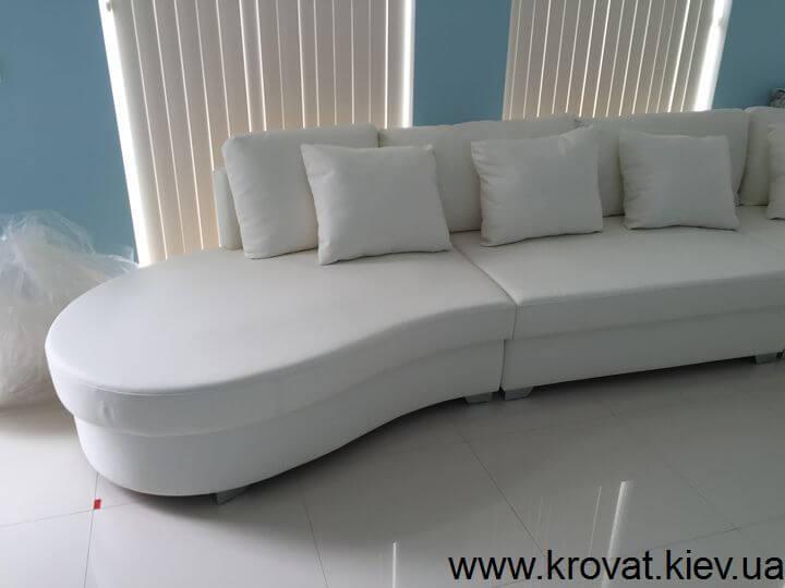 овальний шкіряний диван