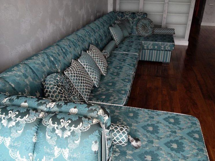 диван з кантиком