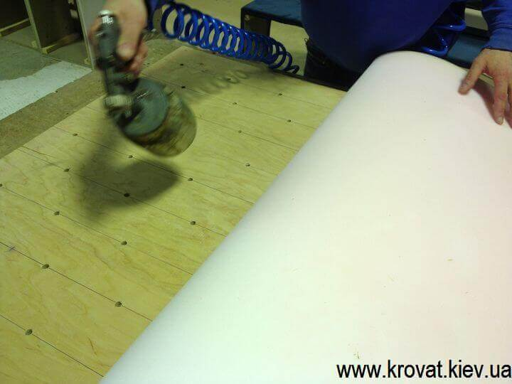 Как сделать мягкие стеновые панели с каретной стяжкой