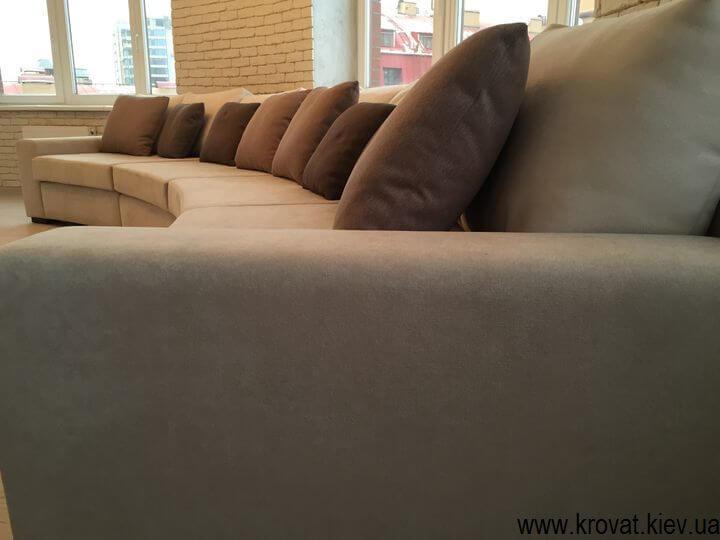 радіусний диван в квартиру