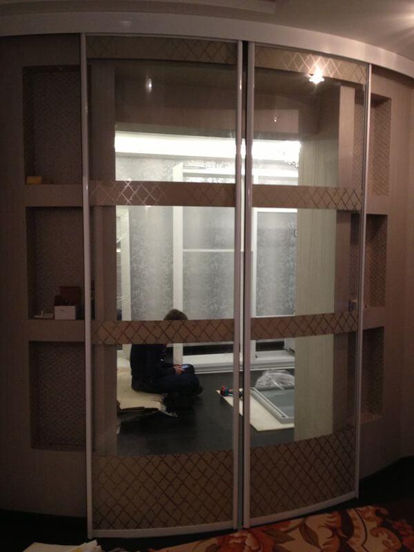 радиусные стеклянные двери