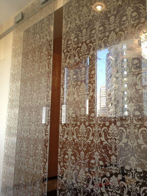 раздвижные стеклянны двери