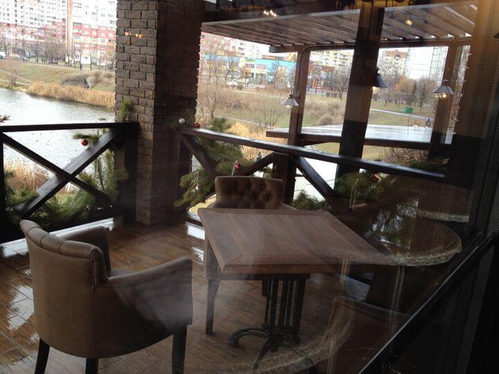 диваны в кафе