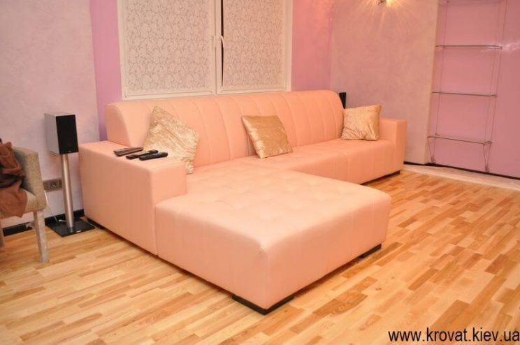 розовый диван в коже