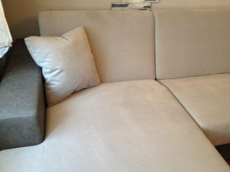 диван с подлокотниками