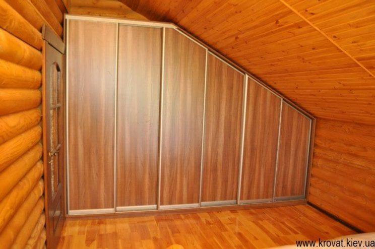 шкаф с треугольными дверьми