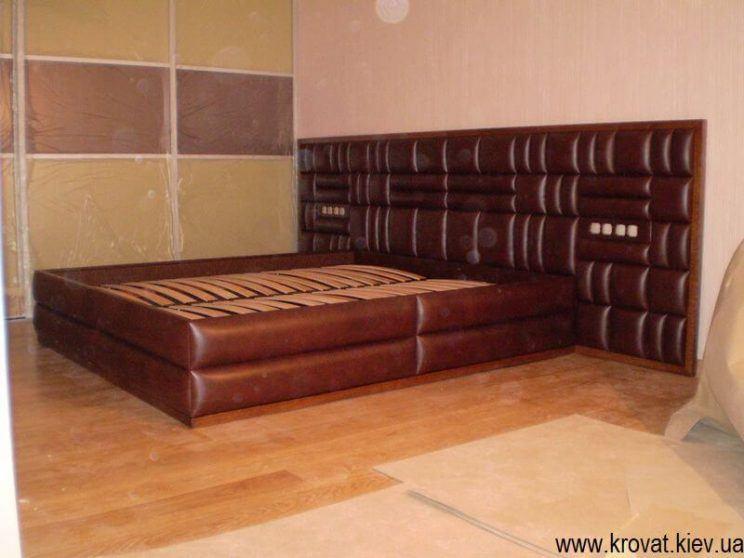 коричневая кровать из кожи на заказ