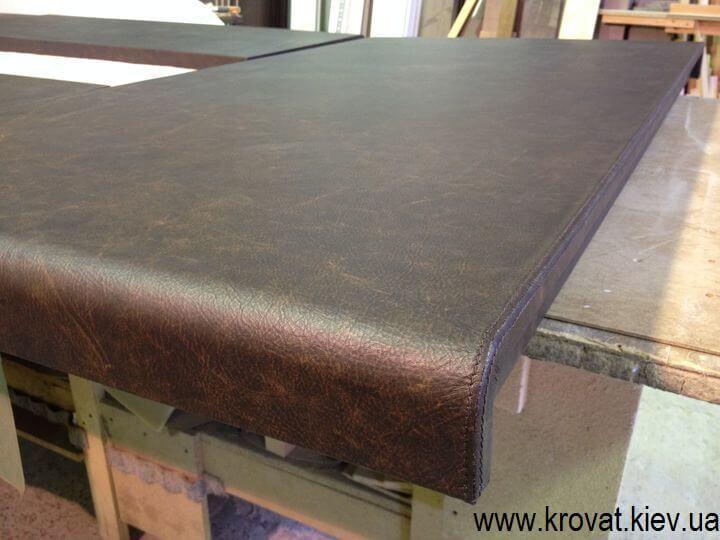 стол из итальянской кожи