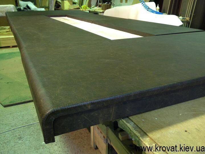 стол в итальянской коже на заказ