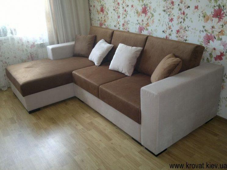 коричневий кутовий диван