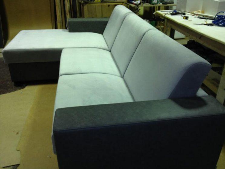 сірий кутовий диван