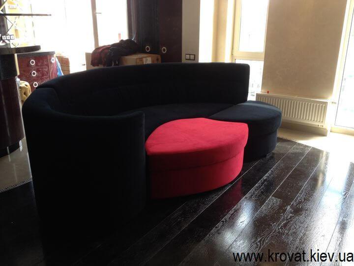 дизайн овального дивана в интерьере