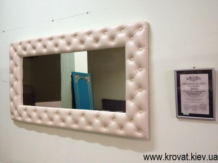 зеркало с пуговицами