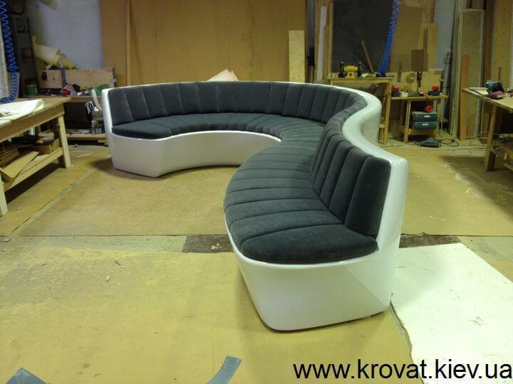 диван з поліефірної смоли