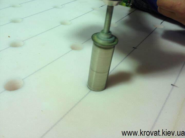 обшивка барной стойки с пуговицами