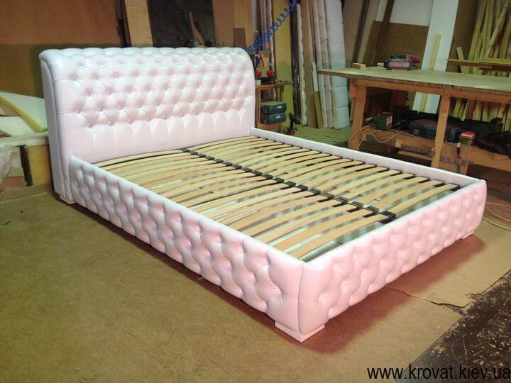 Кровать с каретной стяжкой на заказ