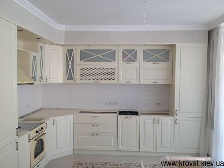 кутова кухня в стилі класика