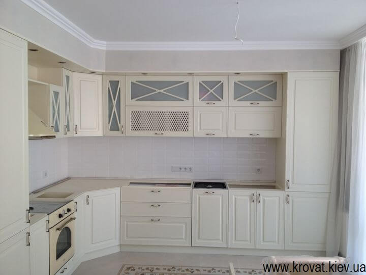 угловая кухня в стиле классика