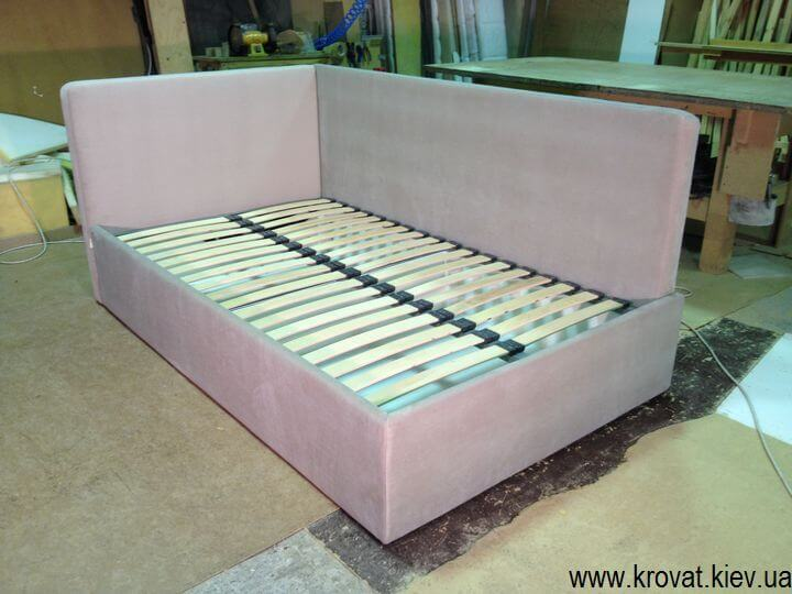 угловая кровать с мягкой спинкой на заказ