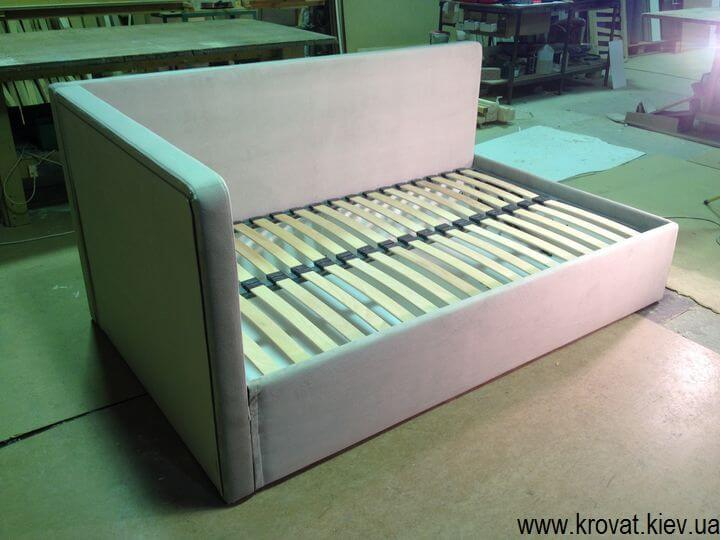 производство угловых кроватей