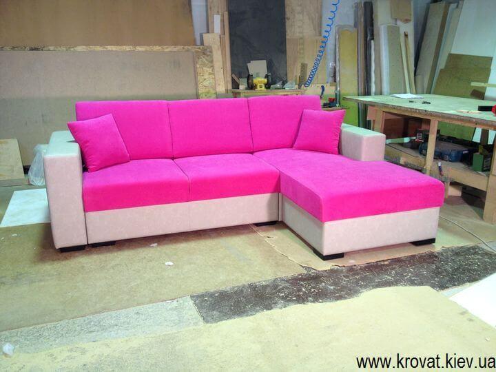 рожевий кутовий диван