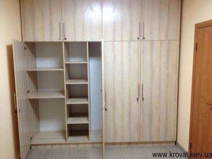 Встроенный распашной шкаф на заказ