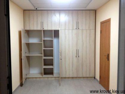 Встроенный распашной шкаф на заказ купить в киеве.