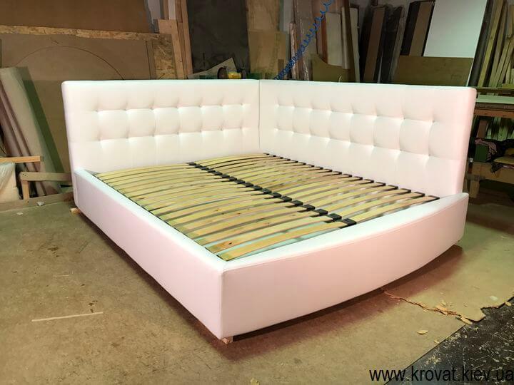 ліжко з заокругленням