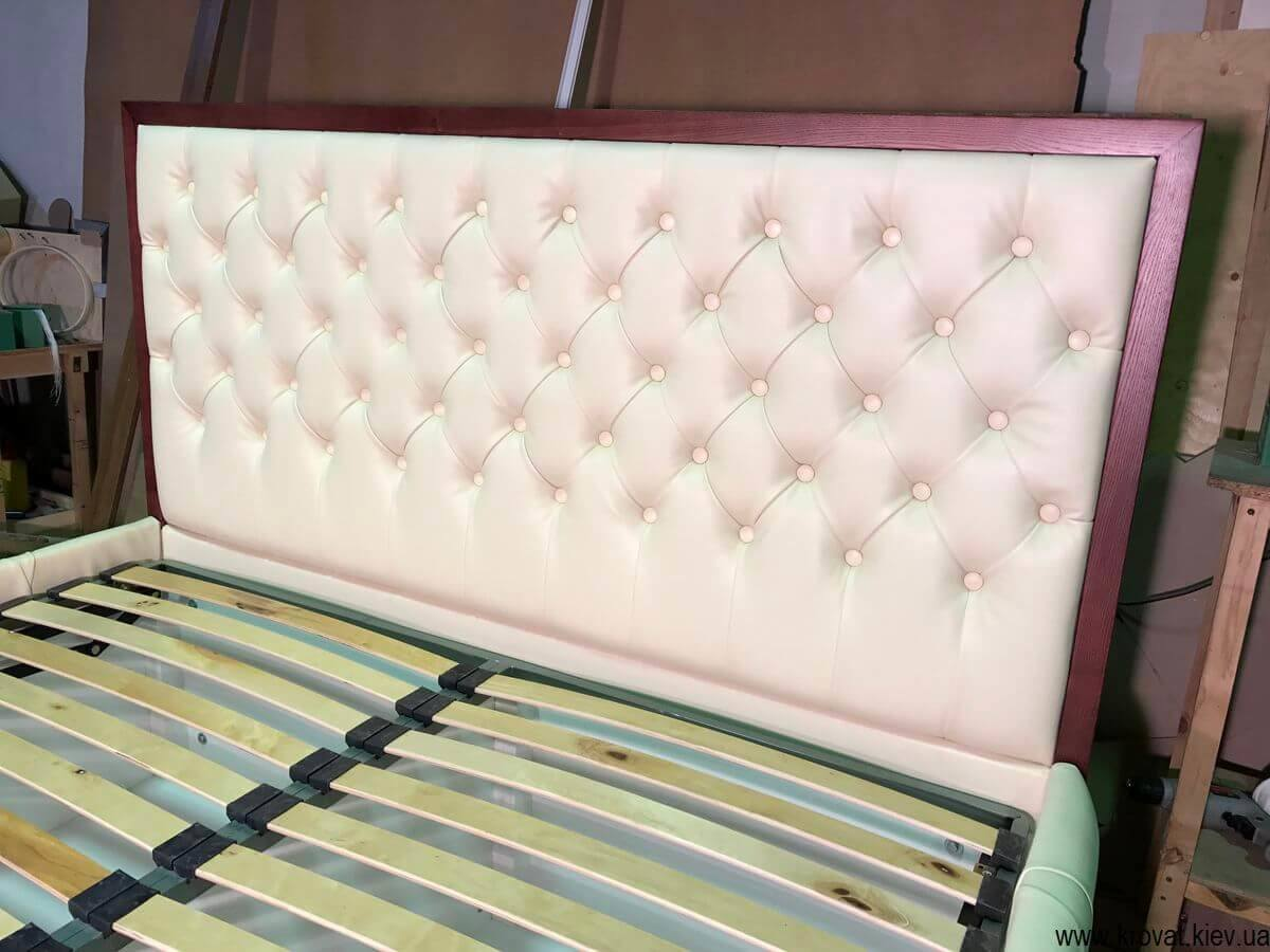 узголів'я ліжка з каретною стяжкою
