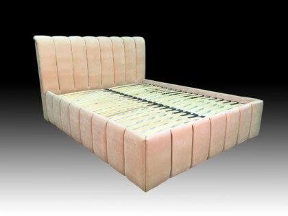 Кровать с вертикальными утяжками