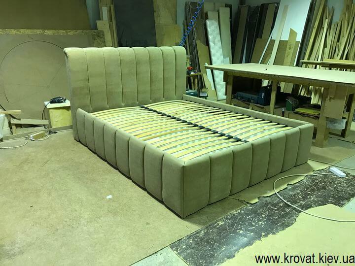 вертикальні утяжки на узголів'я ліжка
