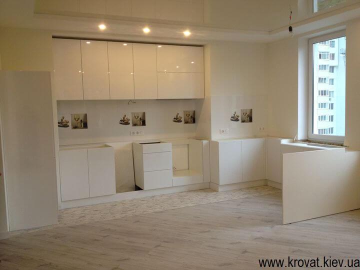 встроенная кухня с фасадами глянец на заказ