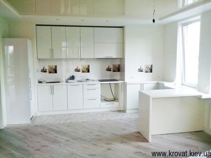 глянцевая кухня белого цвета